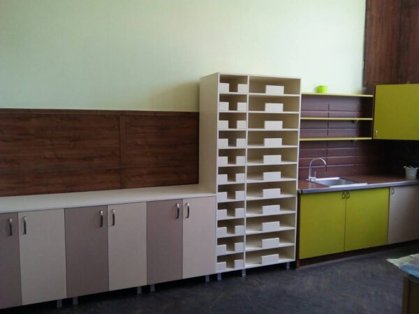 Изработваме и монтираме мебели за училища и детски градини.