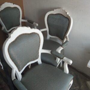 Претапициране на столове.